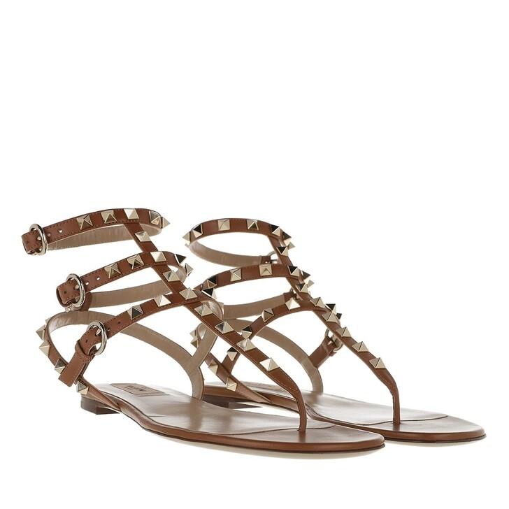 Schuh, Valentino Garavani, Rockstud Flat Thong Sandal Brown